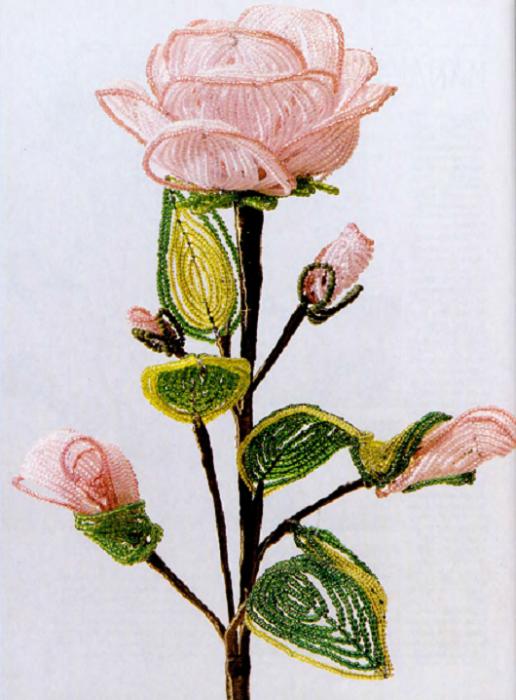 1. Цветы из бисера Чиотти (2 часть).  Далее описание и еще много цветов.