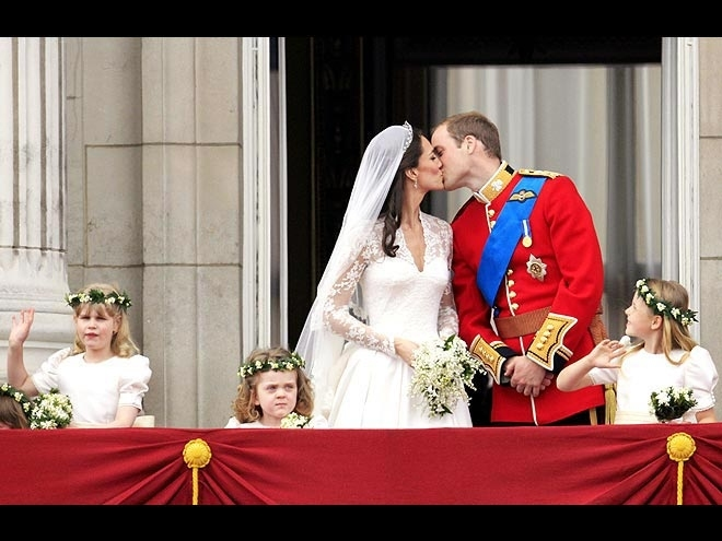 s Prince William kisses his wife Kate, Duchess of Cambridge on the balcony of Buckingham Palace after the Royal Wedding in London Friday, April, 29, 2011. (AP Photo/Matt Dunham) AP  RWMG179 STF Britain Royal Wedding