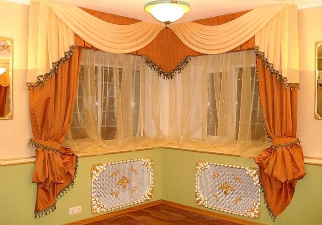 Штора для гостиной может сильно поменять интерьерные акценты.  Выполненные из такой же ткани чехлы на мебель или...
