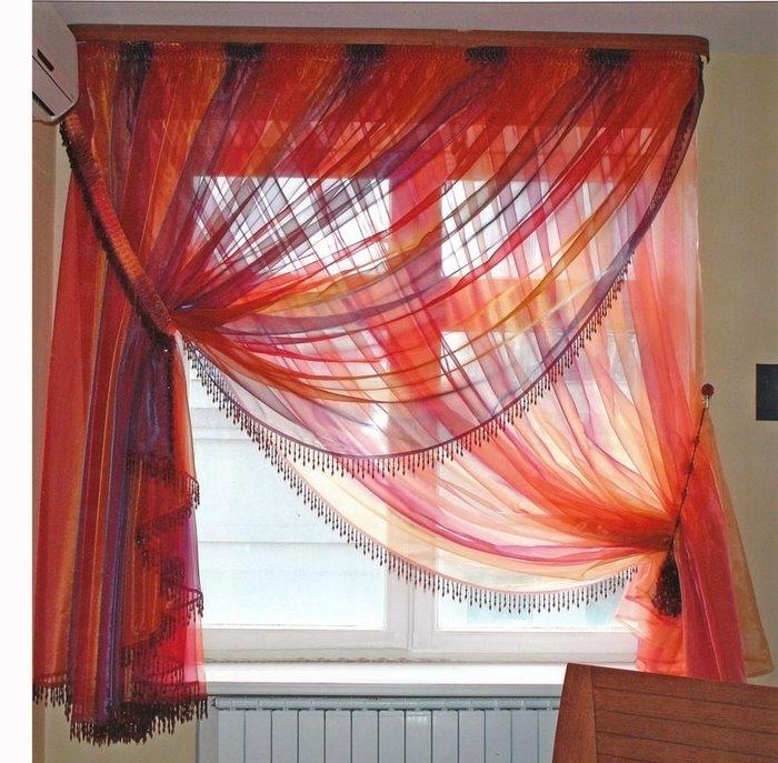 Также занавески могут быть разделены по цветам, типам ткани, формам и