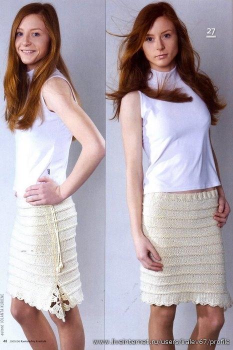 Спицы 3. Бежевая юбка связана спицами полосами лицевой и изнаночной глади.  Украшают ее квадрат с одного бока юбки и...