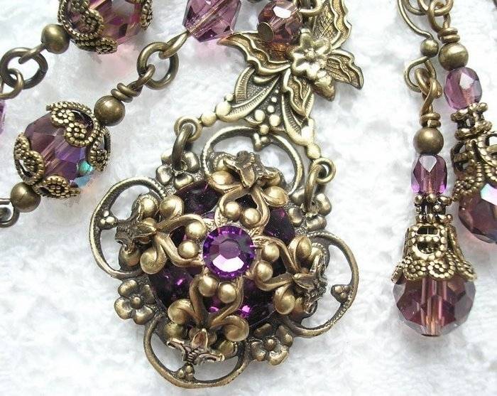 decorations in the victorian style: gem jewelry