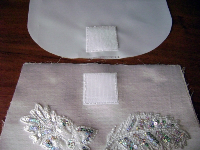 One part of the Velcro sew the front of the bag, and the second - to the face of the lining for the cover of a handbag.
