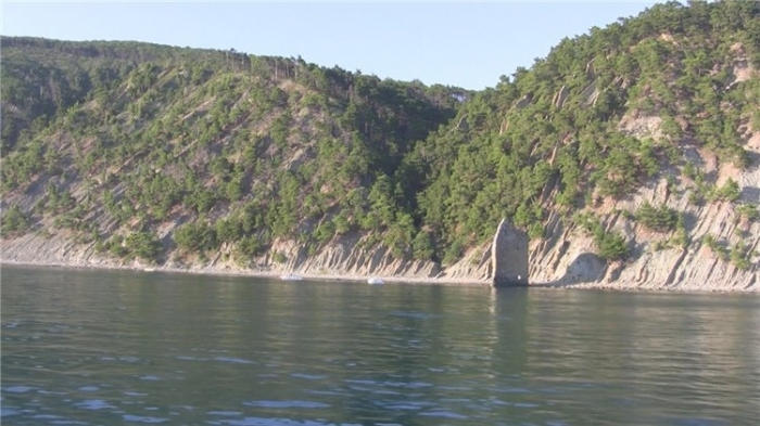 Вид на скалу с моря.
