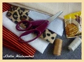 Чтобы сделать эти сувениры, буквально для всего нам понадобится:  Любая совершенно, не прозрачная ткань, ножницы, разные нитки, обрезки - лоскутки, любой наполнитель.
