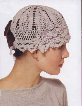 Вязаная бежевая летняя шапочка.  Схема вязания шапок бесплатно.