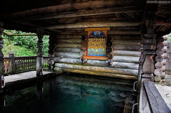 Водопад Гремячий: Хрустально чистые воды манят окунуться. Температура воды в любое время года +4 градуса. До 1992 года водопад Гремячий был уникальным памятником природы Севера Подмосковья. Из вертикальной стены высокого берега Вондиги бил силь