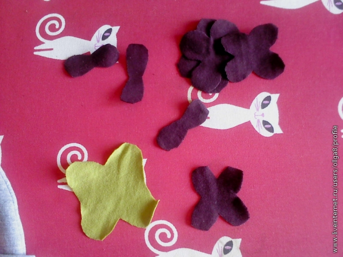 Вырезаем 4листники для цветов и листочков