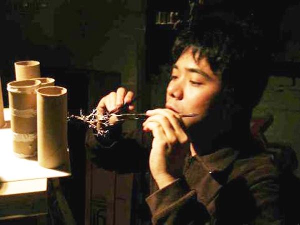 Юкен Теруя (Yuken Teruya) занимается тем же, чем занимается добрая половина его родной (когда-то) Японии. Неважно, что он переехал в Нью-Йорк, мысль, впитываемая каждым японцем с молоком матери, прочно впечаталась в его сознание – пространство нужно эконо