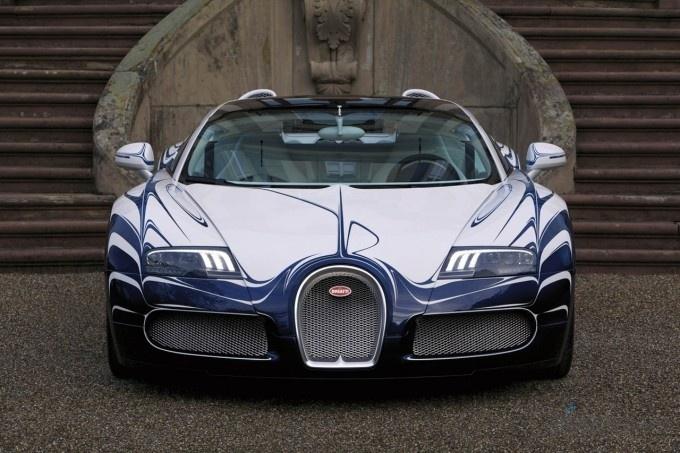 Автомобиль был создан совместно с Королевской фабрикой по производству фарфора из Берлина («Konigliche Porzellan-Manufaktur») и был представлен публике в мастерской порцелана в Берлине, Германия.