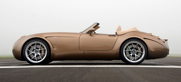 The maximum speed of 310 kilometers per hour, dispersal to first hundred in just 3.9 seconds and timeless design.  Wiesmann is able to transform physics in a real pleasure, but if still had the opportunity to ride on the GT MF5 in the first half of the XX century