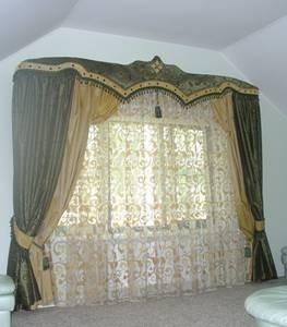 шторы с ламбрекенами фото простого несложного покроя.