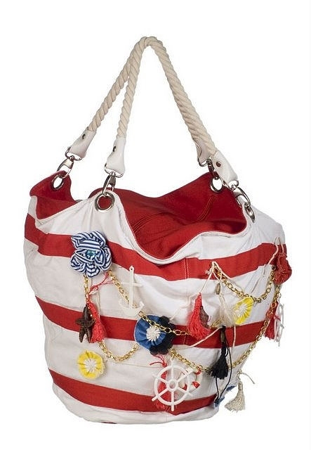 Пляжная сумка - неотъемлемая часть при походе на пляж.