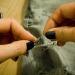 В отверстия проденьте цепочку. Куски цепочки могут быть произвольной длины. Цепочка может проходить через два или три отверстия и замыкаться в кольцо.
