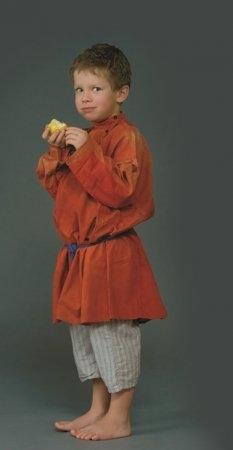 Мальчик в костюме. Село Городец, Нижегородская губ., XIX в. (коллекция Музея традиционного костюма).