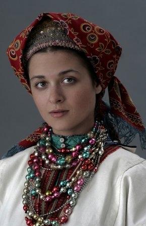 Молодая женщина в праздничном костюме. начало ХХ в. (коллекция Глебушкина С.А.)