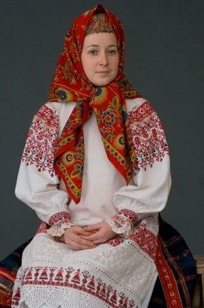 Молодая женщина в праздничном костюме. Калужская губ., начало ХХ в. (коллекция Глебушкина С.А.)