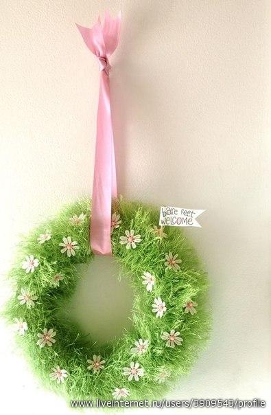 Цветочки на зелёной травке — самодельный пасхальный веночек