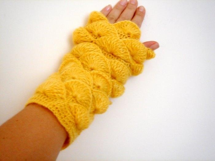cute gift for women: crocodile mittern, free crochet patterns