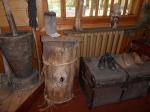 старинная обувь, ступка, короб для сбора дикого мёда