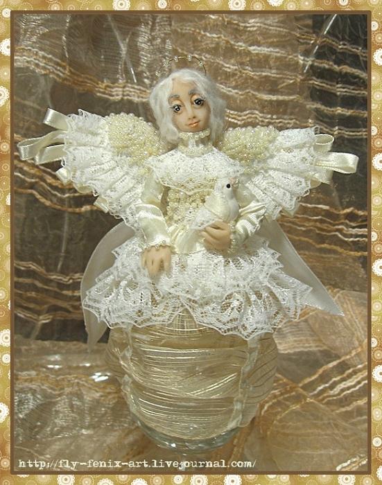 Ангел на проволочном каркасе в виде шара с элементами из пластика (лицо...