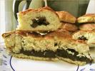 [+] Увеличить - Пирог с черёмухой и булочки с изюмом в разрезе