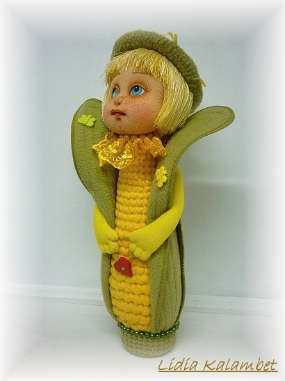 Креативная кукурузка сделана полностью из флиса, кроме головки и волос, хотя, волосы тоже можно сделать из флиса.