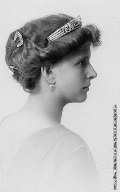 Принцесса Алиса Баттенберг, позже, после замужества — принцесса Греческая и Датская, (также известна под английским вариантом фамилии — Алиса Маунтбаттен)