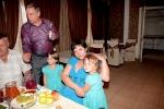 с дочами Катёнком и Бусей на фоне папы