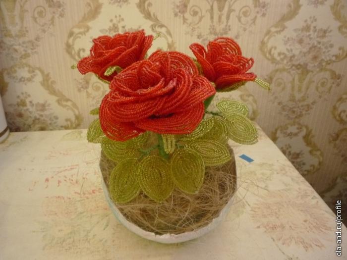 Делала на заказ, розы из бисера)) .