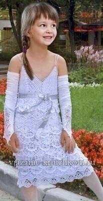 Размещено с помощью приложения.  Я - фотограф.  Детское белое платье.Крючок.