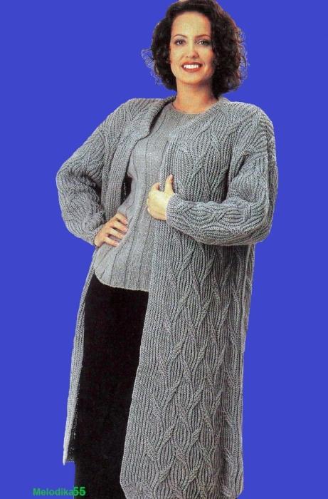 Вязанное пальто спицами для полной женщины
