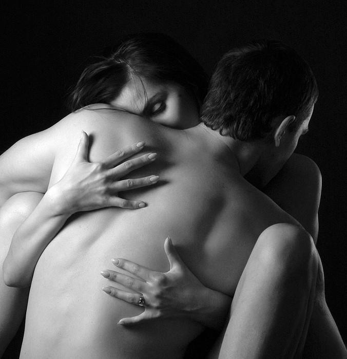 eroticheskie-kartinki-krasivie-paren-s-devushkoy