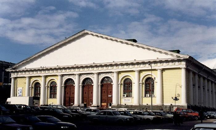 Московский Манеж (1817 год, проект Августина Бетанкура и Осипа Бове) сгорел в 2004 году и был