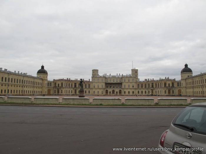 Самый неуклюжий мрачный дворец в Петербурге