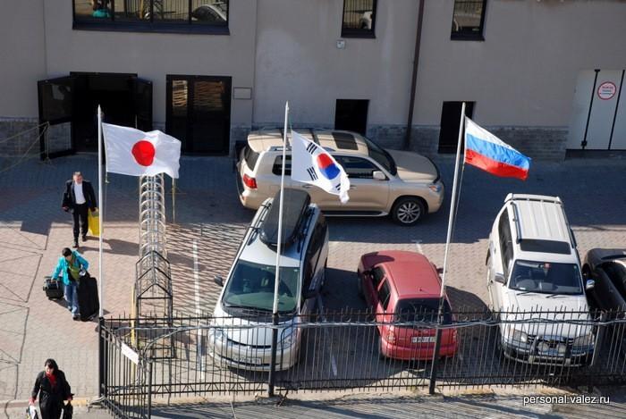Флаги трех стран, между которыми ходит паром