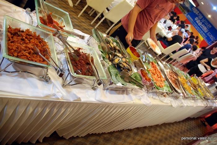 Шведский стол с корейской кухней