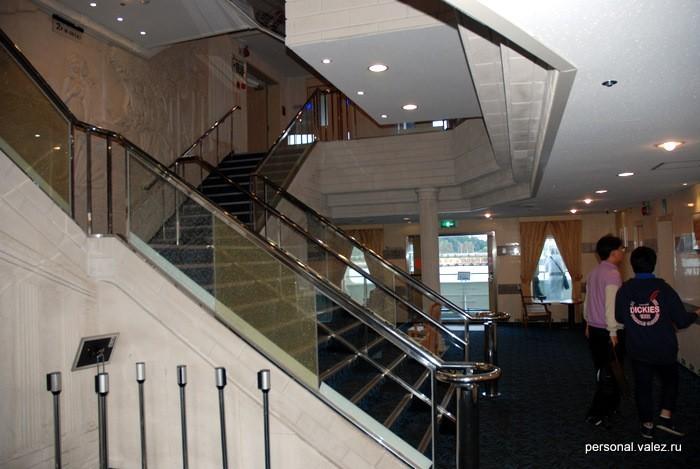 Холл у главной лестницы