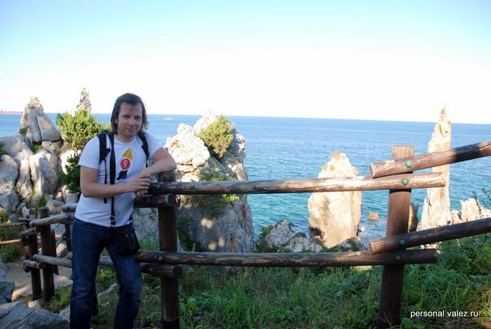 Я на фоне скалы, она на первых кадрах фильма-гимна Кореи