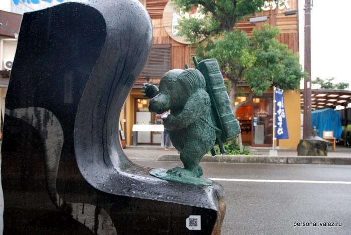 Более 120 фигурок ёканов расставлено по улице Мидзуки Сигэру