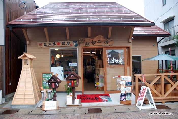 Магазины сувениров расчитаны на японских же туристов