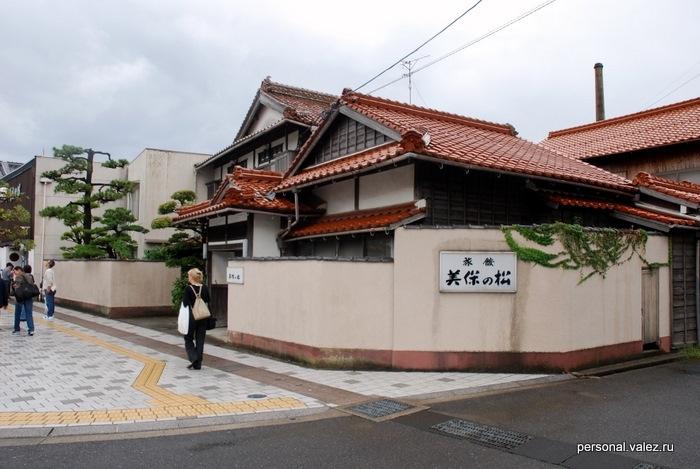 Проходим около традиционного японского дома, в таких и просто живут