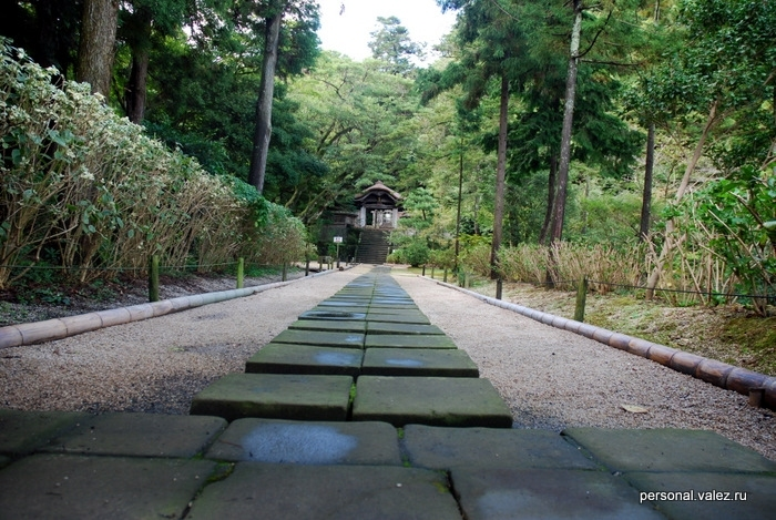 Мощеная дорога к храму
