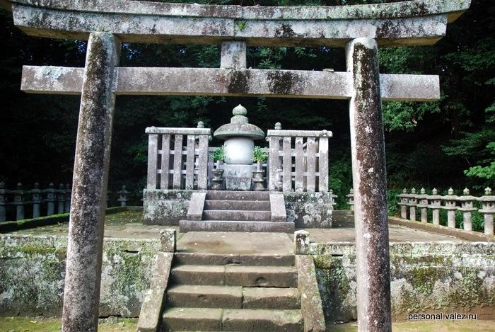 Это гробница, тут похоронено какое-то высокопоставленное семейство