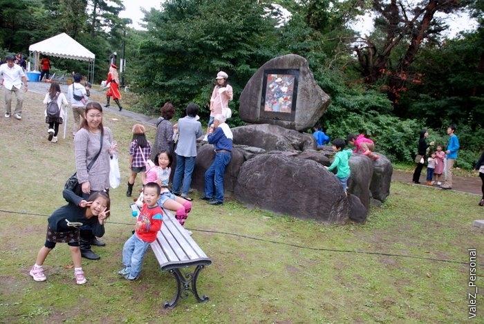 Японцы фестивалят, опять же с детьми