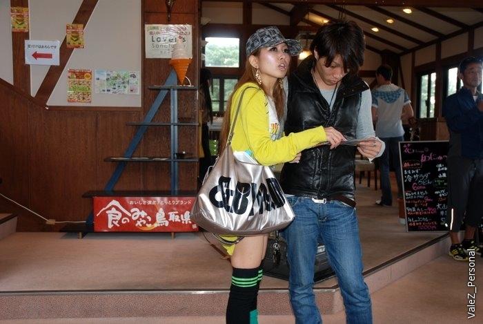 Одеваются японки в Тоттори большей частью скромно, яркие костюмы с блестящими гольфами редкость и на них обращаешь внимание