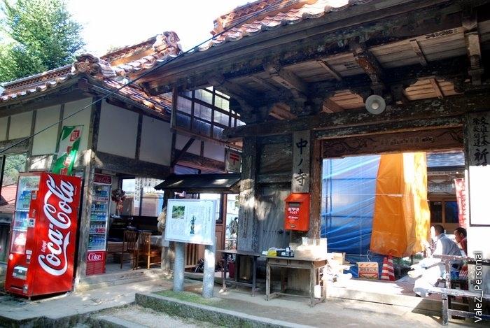Туристический центр в начале маршрута активно строится и достраивается, интересное смешение древнего и современного