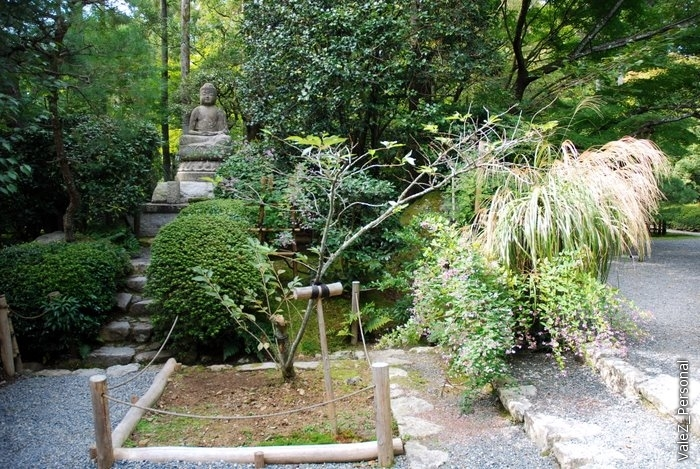 Каждая достопримечательность в Киото связана с храмом, сейчас мы в храме Ройанжи