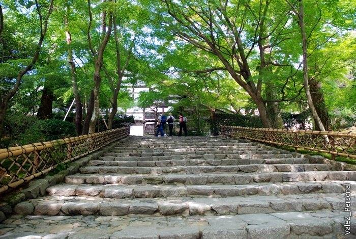 Япония вся на холмах, а где холмы, там и лестницы