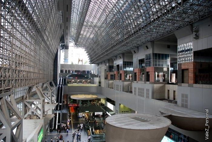 На лестнице вокзала умещается 5 тысяч человек, здесь проводятся различные концерты и мероприятия